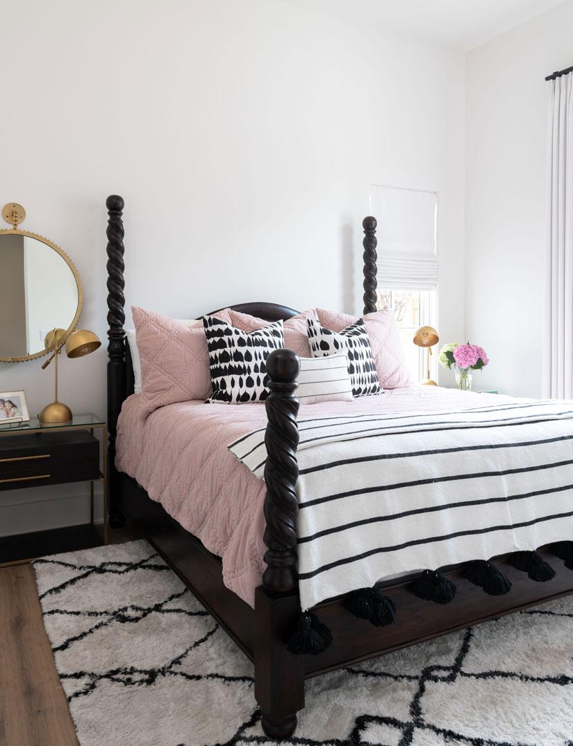 30-Hendricks-Guest-Bed